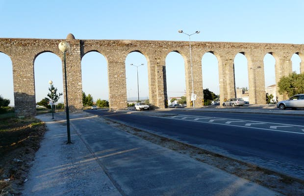 Agua de Prata Aqueduct