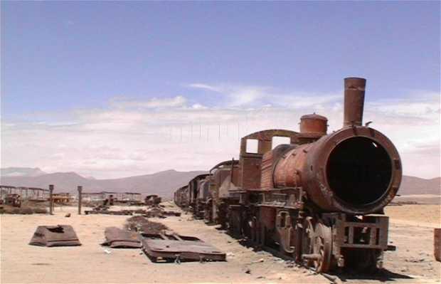Cimitero dei treni a Uyuni in Bolivia