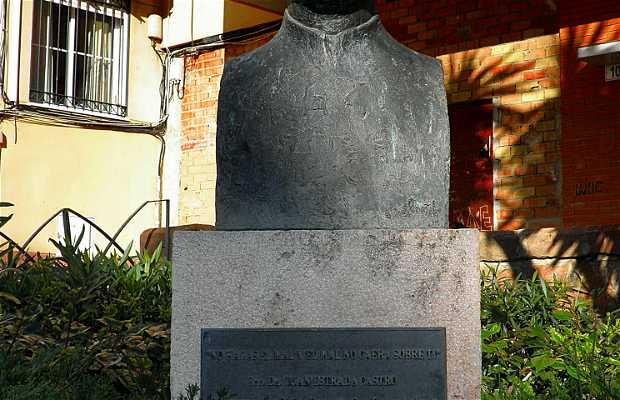 Escultura del Párroco D. Juan Estrada Castro (Barrio de Capuchinos-Málaga)