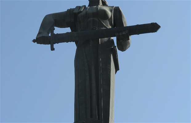 Statue Madre Armenia