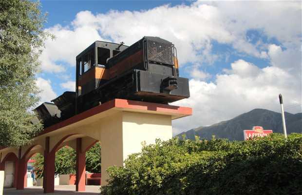 Antiguo tren de cemento