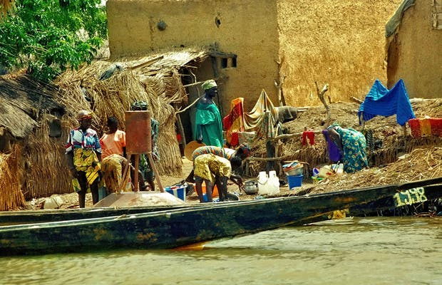 Coastal villages on the banks of the Niger