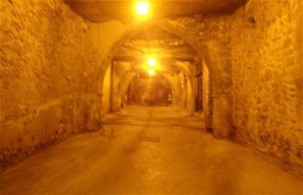 Calle oscura de Villefranche sur Mer