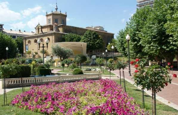 Jardines de la vega en haro 1 opiniones y 5 fotos for Jardines de azahar rioja