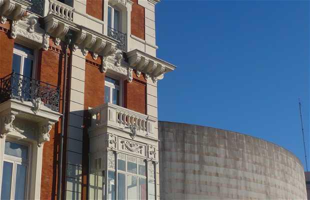 Edificio de la antigua sede de la Real Compañía Asturiana de Minas