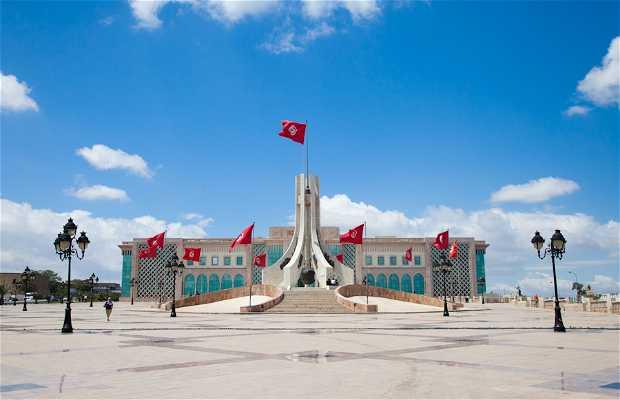 Place de la kasbah tunis 2 exp riences et 9 photos for Salon 9 places tunisie