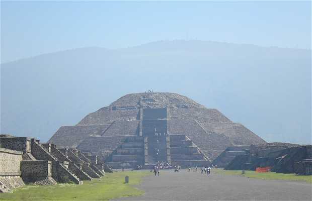 La Pirámide de la Luna