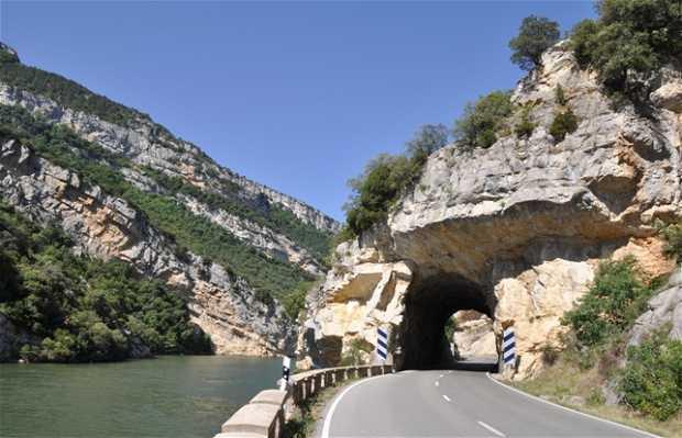 A-2122: carretera del pantano de Sobron