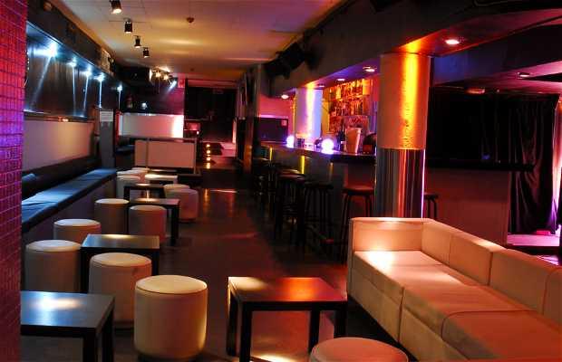 Cocktail bar 13 Club