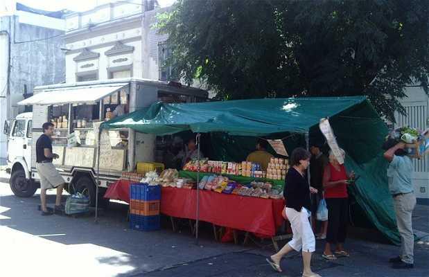 Mercado calle Alfredo Baloomir
