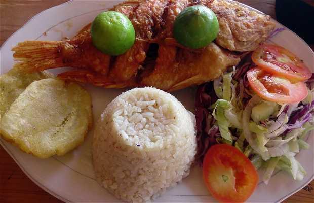 Comer en la costanera de Taganga