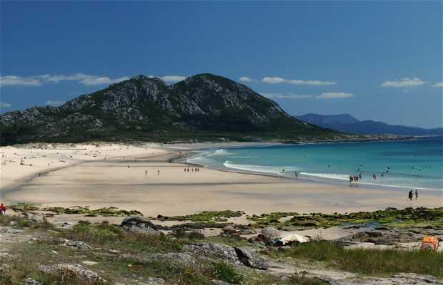Playa de Area Maior y Laguna de Xalfas