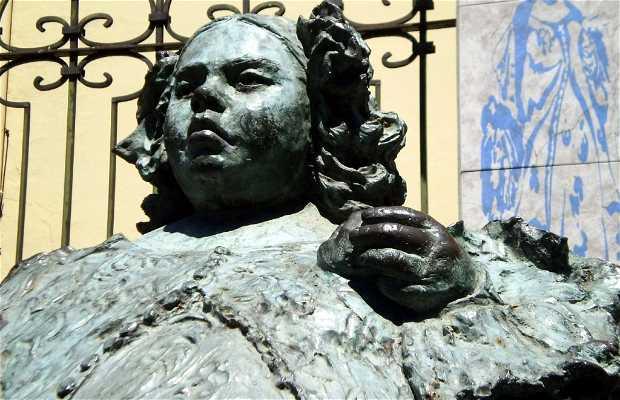 "Escultura de Eugenia Martínez Vallejo, ""La Monstrua"""