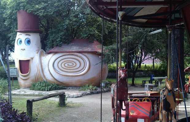 Parque de columpios antiguos para niños