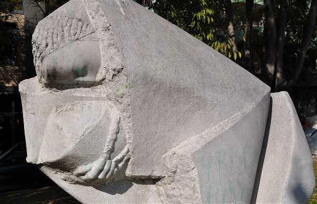 Escultura mulher dormindo