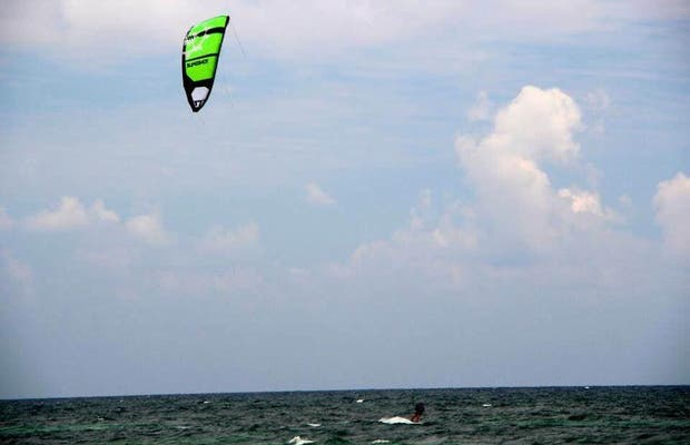 Kite, surf and paddle surf