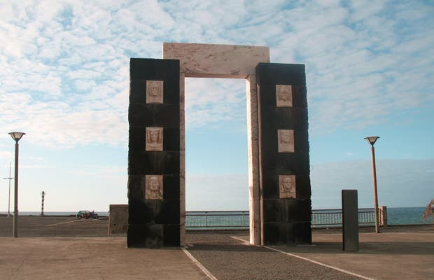 Monumento a los primeros colonos de Sao Miguel