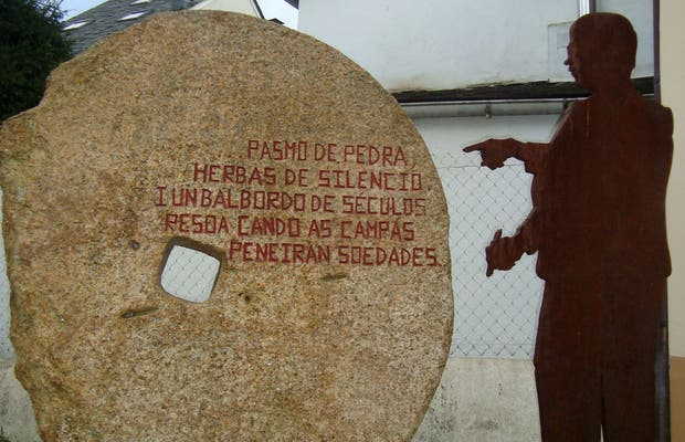 The Pelamios Fountain and Monument to José Díaz Jácome