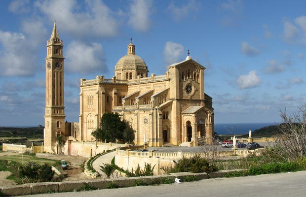 Santuario Nacional de la Virgen de Ta´Pinu