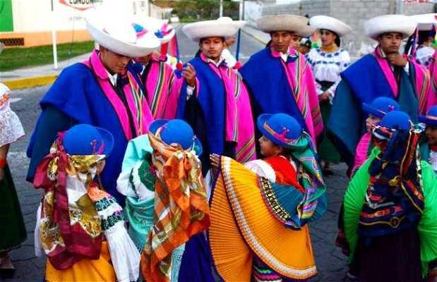 Desfile inaugural de la fiesta tradicional del Yamor