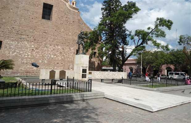 Estatua de Jeronimo de Luis de cabreda