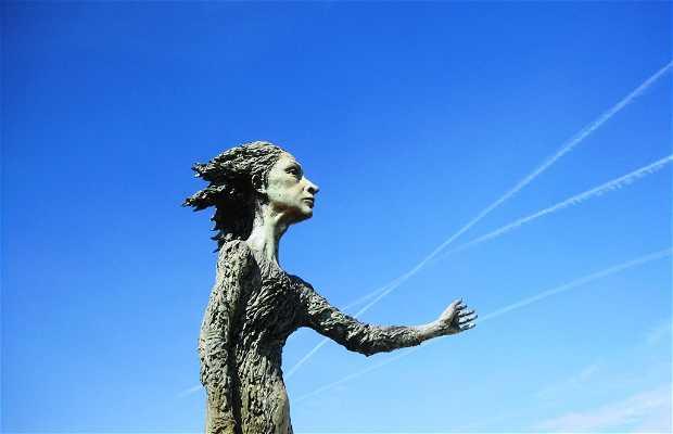 Escultura la madre del emigrante - La Loca