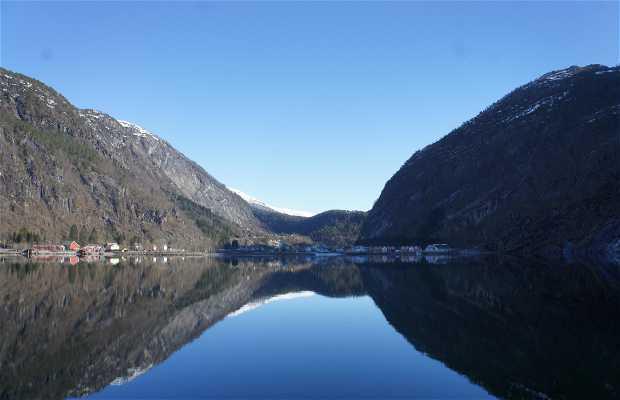 Fjord cruise til Mostraumen