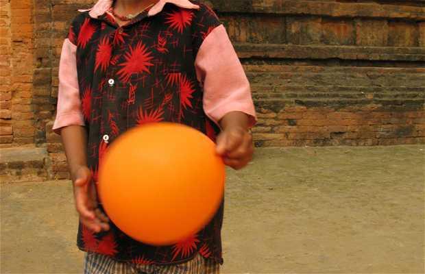 Partis de cane ball à Bagan