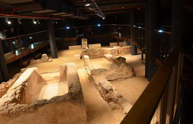 Sites romains à Sagunto : via du portique et maison du poisson