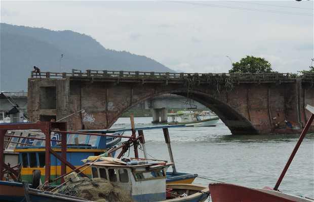 Ponte Sobre o Rio São João