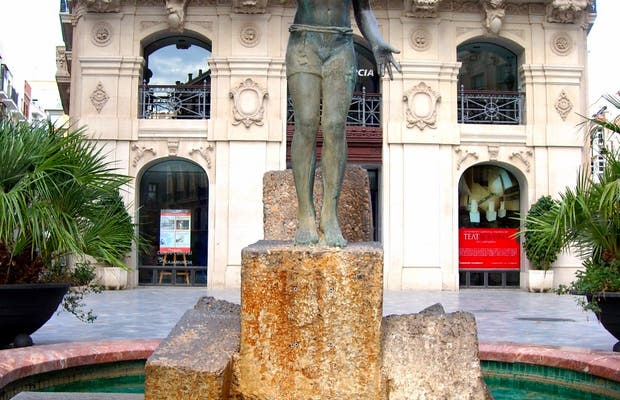 Monument to the Lcue