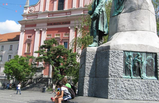 Estatua al poeta Prešeren
