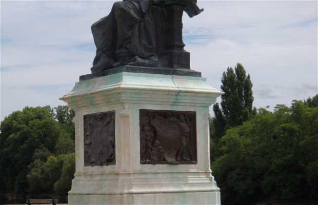 Estatua François Rabelais