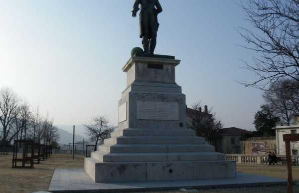 La statua di Championnet a Valence