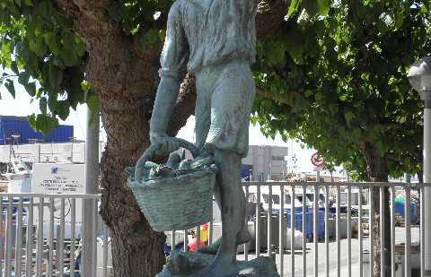 Estatua del Niño Pescador