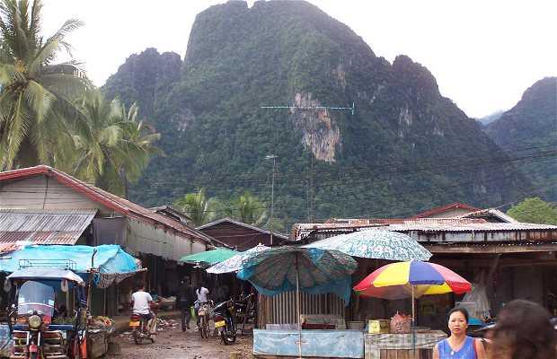 Calle principal de Vang Vieng