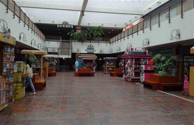 9caac85055 Centro Comercial Galería Prados del Este en Caracas: 1 opiniones y 5 ...