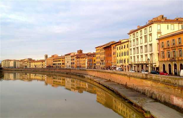 Vistas del Río Arno desde el Ponte di Mezzo