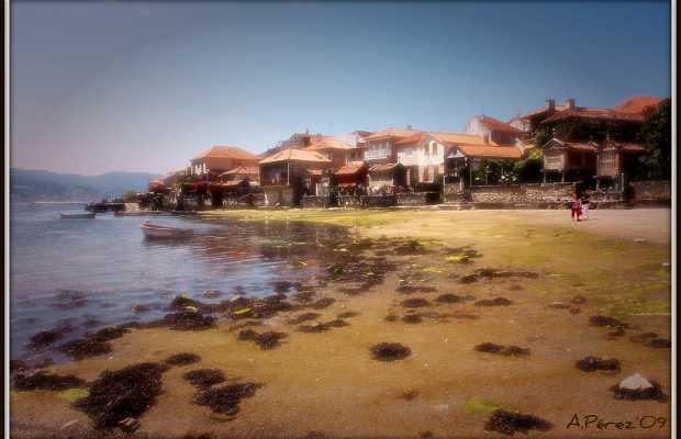 Playa con casitas de pescadores