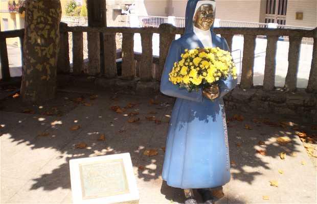 Estatua Sor Aurora Gallego