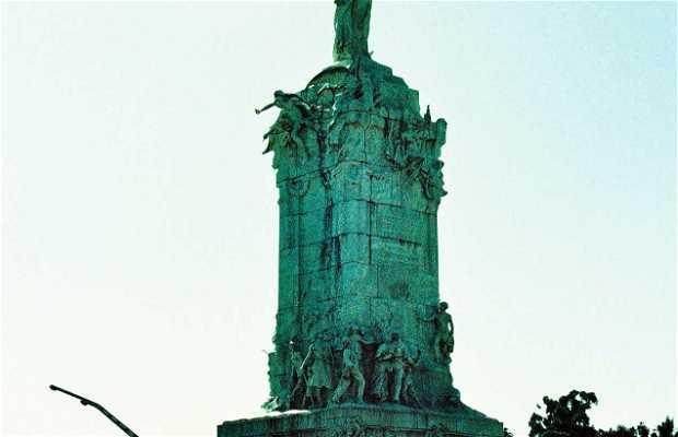 El monumento a la Carta Magna y las Cuatro Regiones Argentinas