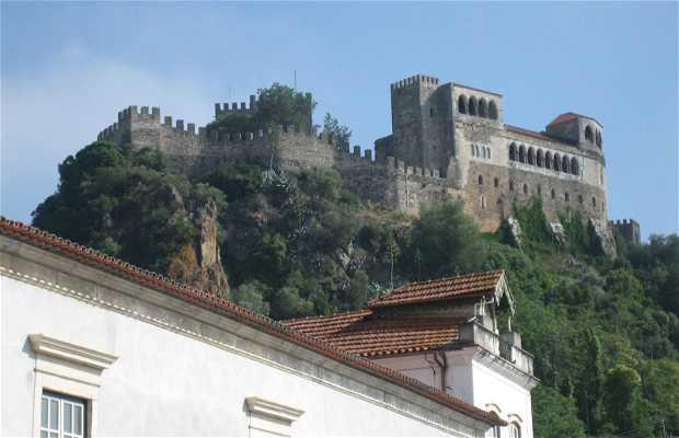 Plaza de Rodrigues Lobo y el Castillo