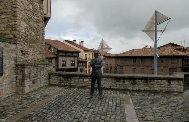 Statua di Ken Follett