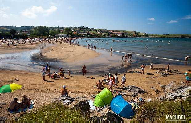 Bañugues Beach