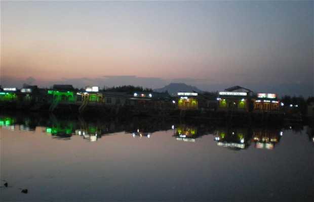 Casas Flotantes en SRINAGAR .