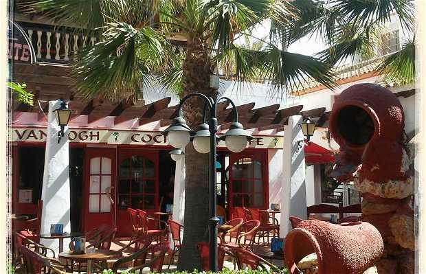 Van Gogh Pub | Cocktails & Café