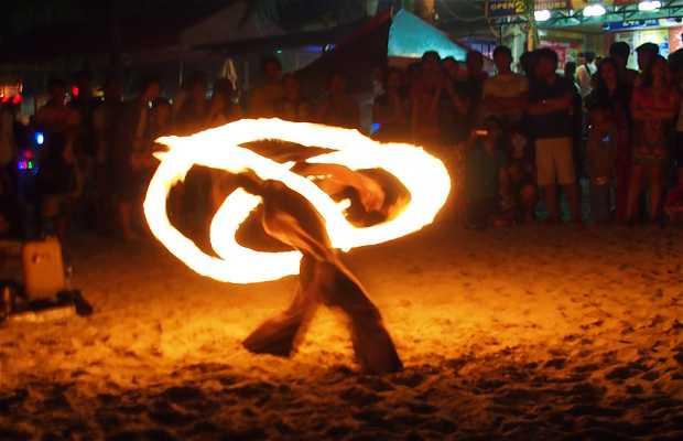 Fuegos en la playa White Beach