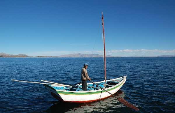 Traversée du lac Titicaca avec un bateau à rame