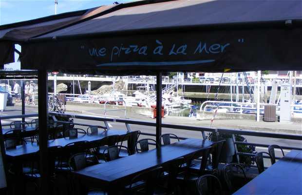 Une pizza à la mer
