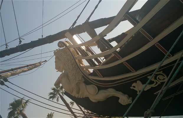 Le bateau de pirates d'Alicante
